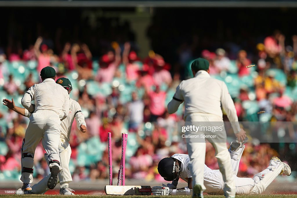 Angelo Matthews of Sri Lanks is runout by Matthew Wade and David Warner of Australia during day three of the Third Test match between Australia and Sri Lanka at Sydney Cricket Ground on January 5, 2013 in Sydney, Australia.