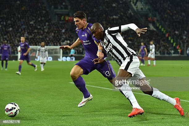 Angelo Ogbonna of Juventus FC competes with Mario Gomez of ACF Fiorentina during the TIM Cup match between Juventus FC and ACF Fiorentina at Juventus...