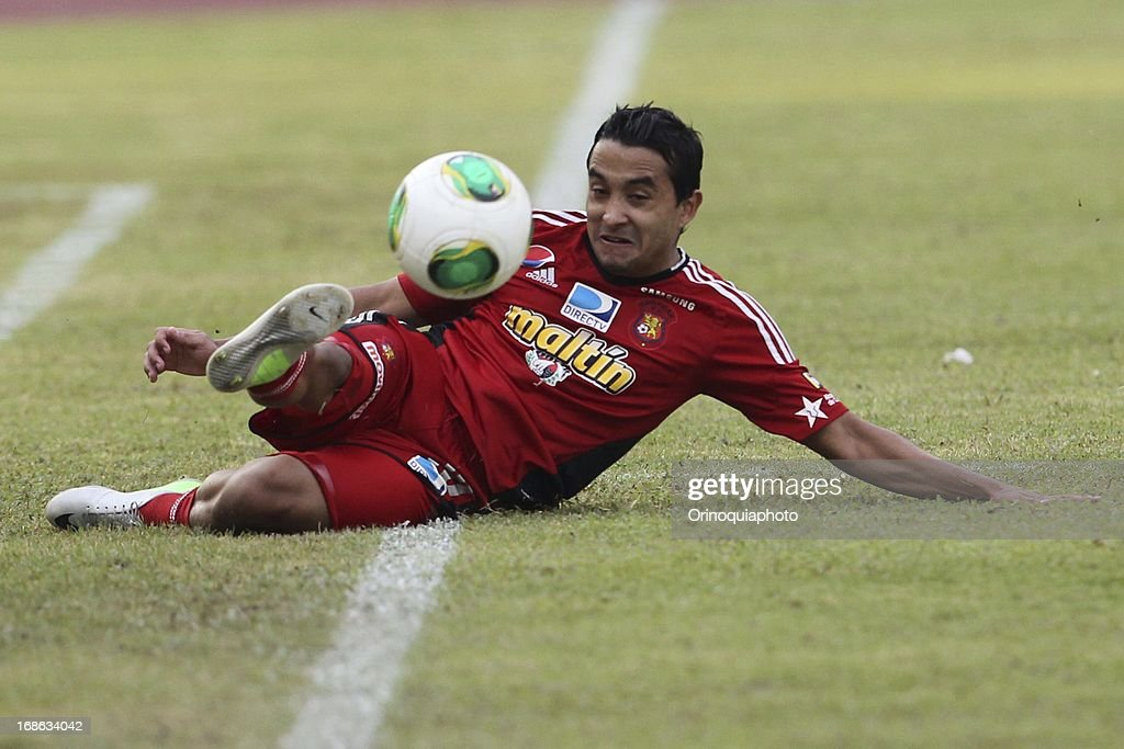 Angelo Pena of Caracas FC during a match between Caracas FC and Deportivo Tachira as part of the Torneo Clausura 2013 at Olympic stadium on May 12, 2013 in Caracas, Venezuela.