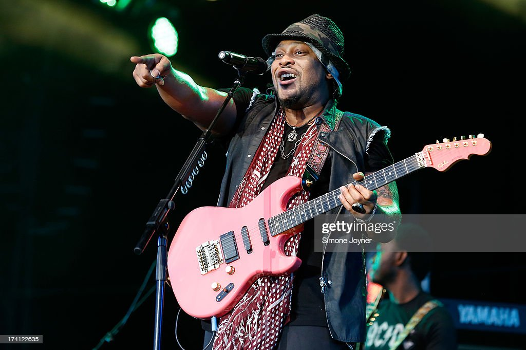 <a gi-track='captionPersonalityLinkClicked' href=/galleries/search?phrase=D%27Angelo&family=editorial&specificpeople=4499021 ng-click='$event.stopPropagation()'>D'Angelo</a> performs live on the main stage during Day Two of the Lovebox festival at Victoria Park on July 20, 2013 in London, England.