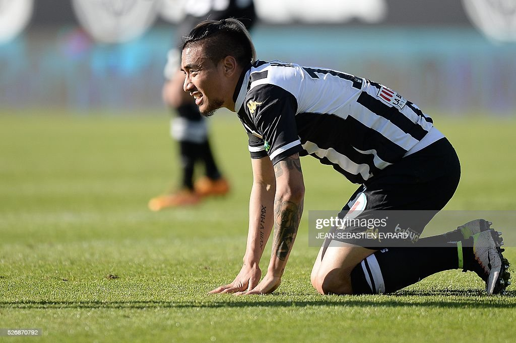 Angers' French forward Billy Ketkeophomphone reacts during the French L1 football match between Angers and Marseille on May 1, 2016 at the Jean Bouin stadium in Angers, western France.