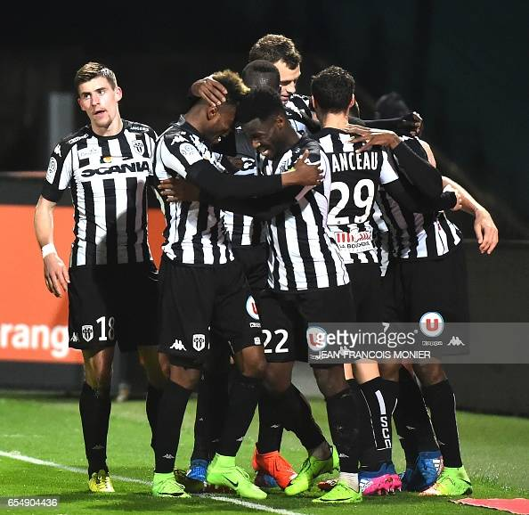 FBL-FRA-LIGUE1-ANGERS-GUINGAMP : News Photo