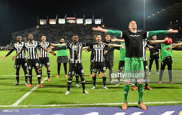 Angers' French goalkeeper Ludovic Butelle and his teammates gesture during the French L1 football match between Angers and Paris SaintGermain on...