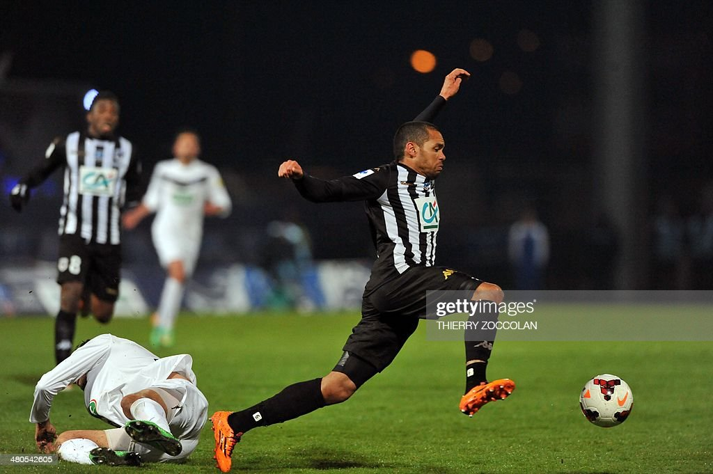 Angers' Gael Angoula controls the ball on March 25, 2014 during the French Cup quarter final football match between Moulins and Angers on March 25, 2014 at the Jean Laville stadium in Gueugnon.