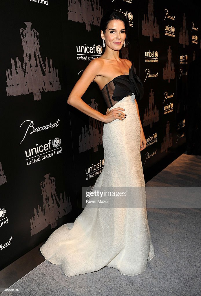 <a gi-track='captionPersonalityLinkClicked' href=/galleries/search?phrase=Angie+Harmon&family=editorial&specificpeople=204576 ng-click='$event.stopPropagation()'>Angie Harmon</a> attends The Ninth Annual UNICEF Snowflake Ball at Cipriani, Wall Street on December 3, 2013 in New York City.