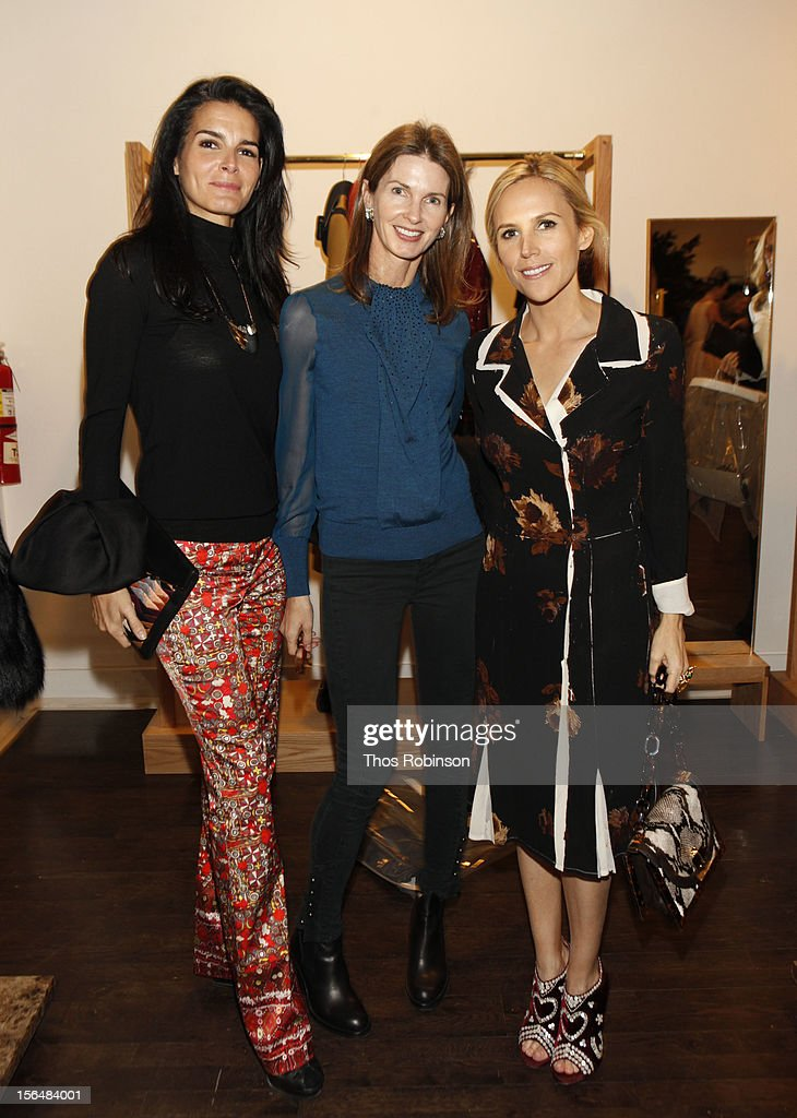 <a gi-track='captionPersonalityLinkClicked' href=/galleries/search?phrase=Angie+Harmon&family=editorial&specificpeople=204576 ng-click='$event.stopPropagation()'>Angie Harmon</a>, Elizabeth Lindemann, and designer Tory Burch attend Fashion For Sandy Relief at Metropolitan Pavilion on November 15, 2012 in New York City.