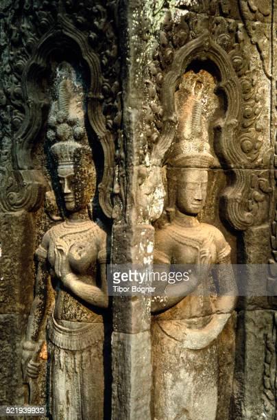 Angkor, Ta Prohm, statues