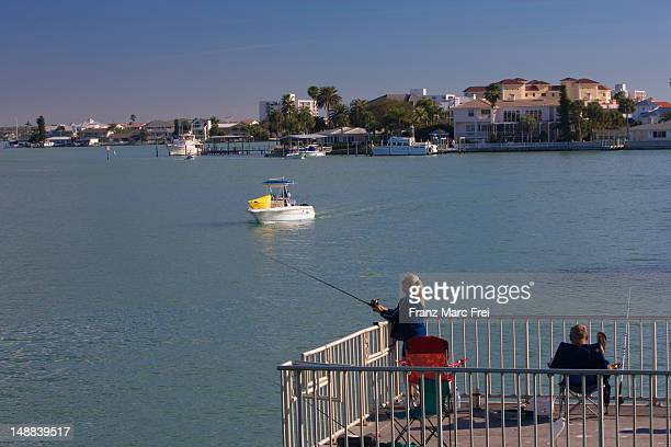 St petersburg florida foto e immagini stock getty images for Fishing st pete beach