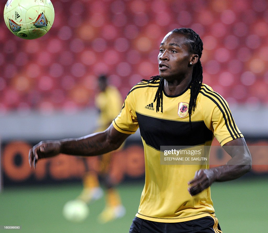 Angola's forward and captain Alberto Manucho takes part in a training session at Nelson Mandela Bay Stadium in Port Elizabeth on January 26, 2013, on the eve of the 2013 African Cup of Nation Group A football match against Cape Verde.