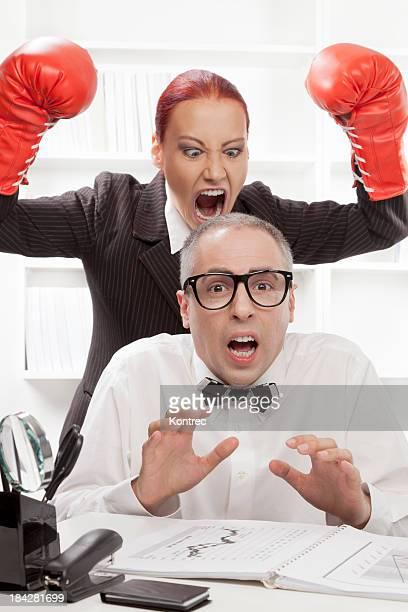 Wütend Chef belästigend Ihr naiv Arbeiter