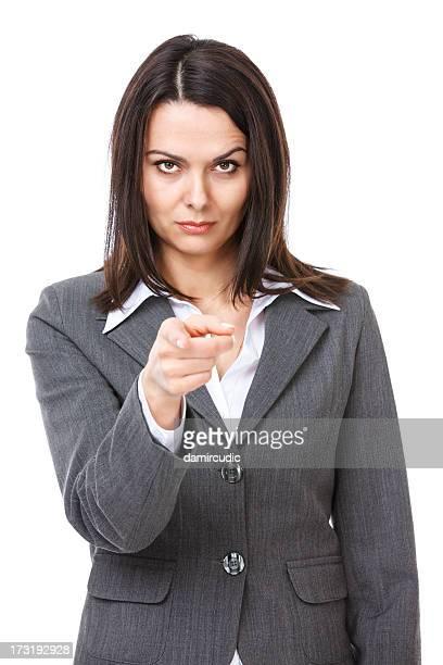 Empresaria enojada apuntando en usted