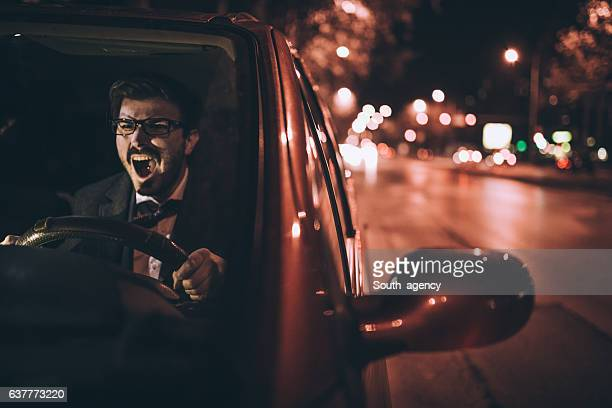 Hombre enojado automóvil