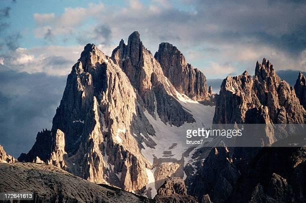 Enojado las montañas, s'enojan sky