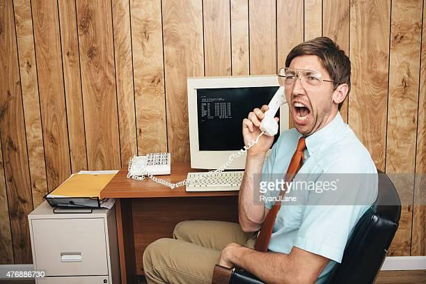 Wütend Büroangestellter der Vergangenheit