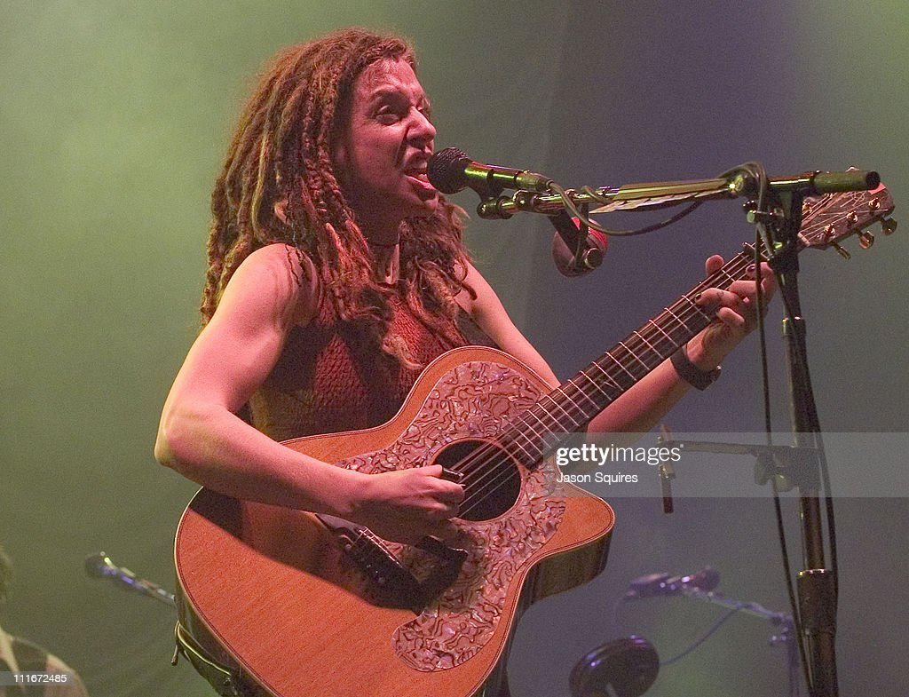 Ani DiFranco Performs Live in Kansas City on February 25, 2002