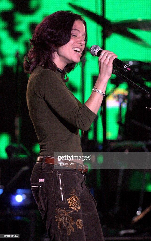 "VH1's ""Decades Rock Live"" Honors Cyndi Lauper - November 11, 2005"