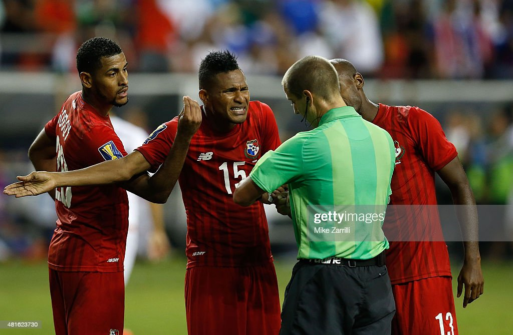 Anibal Godoy #20, Erick Davis #15 and Adolfo Machado #13 of Panama argue with referee Mark Geiger during the 2015 CONCACAF semifinal match against Mexico at Georgia Dome on July 22, 2015 in Atlanta, Georgia.