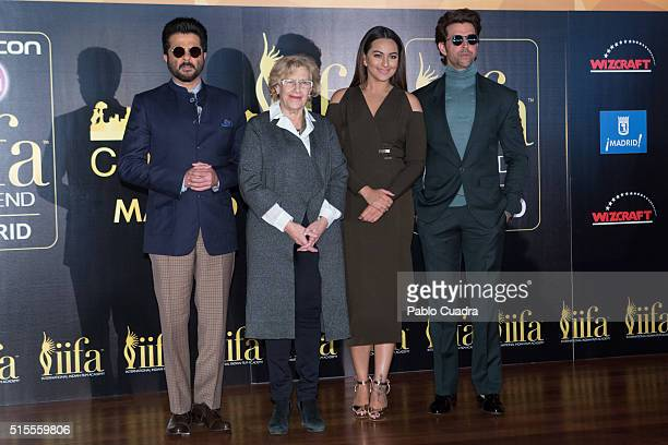 Anil Kapoor Manuela Carmena Sonakshi Sinha and Hrithik Roshan attend the 17th International Indian Film Academy awards press conference at the Retiro...