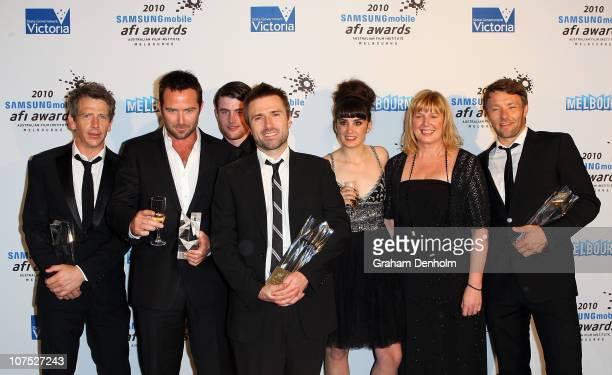 Animal Kingdom cast and crew Ben Mendelsohn Sullivan Stapleton James Frecheville David Michod Laura Wheelwright Liz Watts and Joel Edgerton pose with...