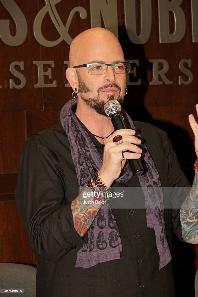Animal planet 39 s my cat from hell jackson galaxy signs for Jackson galaxy