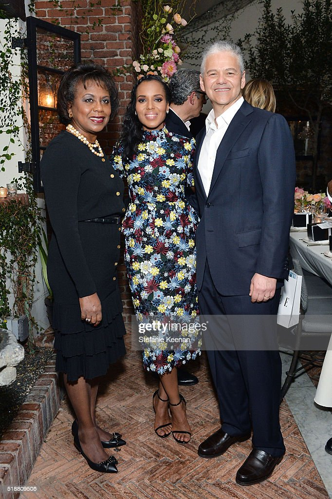 Anita Hill, Kerry Washington, Efraim Grinberg attend dinner celebrating Kerry Washington hosted by ELLE, Editor-In-Chief, Robbie Myers and Movado, Chairman & CEO, Efraim Grinberg at A.O.C. on April 2, 2016 in Los Angeles, California.
