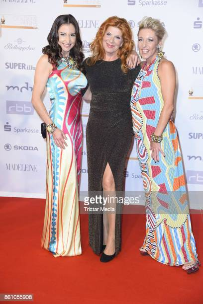 Anita Hofmann and Alexandra Hofmann of the duo Geschwister Hofmann and Claudia Wenzel attend the Goldene Henne on October 13 2017 in Leipzig Germany
