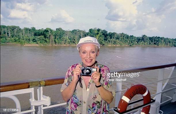 Anita Kupsch neben den Dreharbeiten zur ARDReihe 'Die große Reise' Folge 'Intimfeinde' Kreuzfahrtschiff MS 'Europa' Amazonas/ Südamerika Kreuzfahrt...