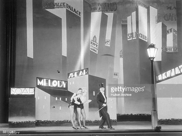 Anita Page Bessie Love and Charles King star in the MGM film 'Broadway Melody' one of the screen's first ever musicals directed by Harry Beaumont