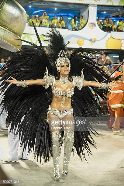 Anitta dances during the Rio Carnival in Sambodromo on February 7 2016 in Rio de Janeiro Brazil Despite the Zika virus epidemic thousands of tourists...