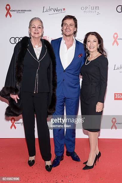 Anja Hauptmann Felix Martin und Daniela Ziegler attend the Artists Against Aids Gala at Stage Theater des Westens on November 16 2016 in Berlin...