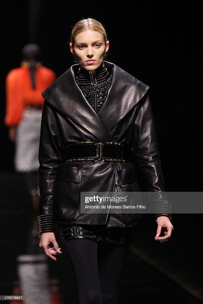 <a gi-track='captionPersonalityLinkClicked' href=/galleries/search?phrase=Anja+Rubik&family=editorial&specificpeople=4341980 ng-click='$event.stopPropagation()'>Anja Rubik</a> walks the runway during the Balmain show as part of the Paris Fashion Week Womenswear Fall/Winter 2014-2015 on February 27, 2014 in Paris, France.