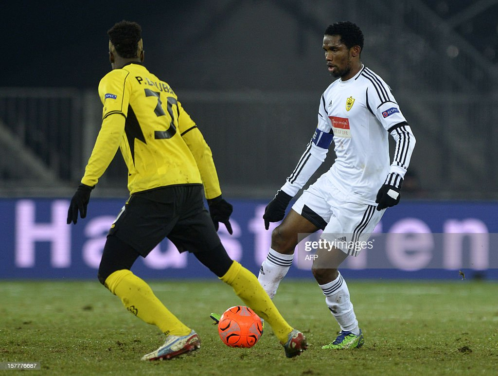 Anji's forward Samuel Eto'o (R) vies with Young Boys' player Pascal Doubai (L) during their Europa League group A football match between BSC Young Boys and FC Anji Makhachkala on December 6, 2012 in Bern. AFP PHOTO SEBASTIEN FEVAL