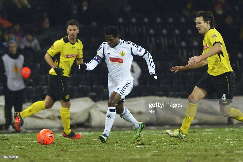 Anji's Samuel Eto'o (C) vies for the ball with Young Boys' players Scott Sutter (L) and Alain Nef (R) during the Europa League group A football match between BSC Young Boys and FC Anji Makhachkala on Decenber 6, 2012, in Bern.