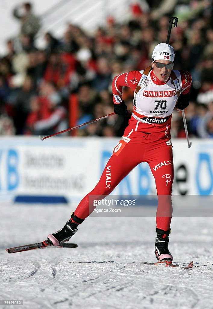 Ann Kristin Flatland of Norway competes on her way to placing fifth during the IBU Biathlon World Championships Biathlon Ladies Sprint 7.5km event on February 3, 2007 in Antholz, Italy.