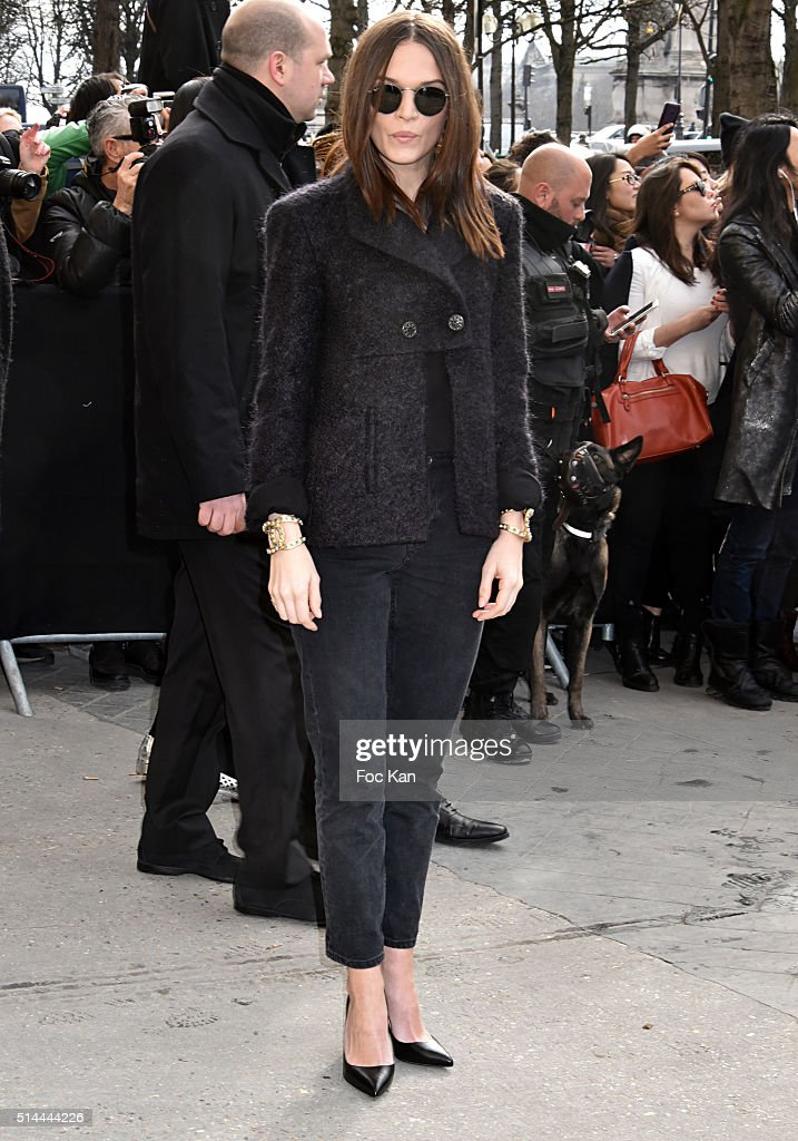 Anna Brewster arrives at the Chanel show as part of the Paris Fashion Week Womenswear Fall/Winter 2016/2017 on March 8, 2016 in Paris, France.