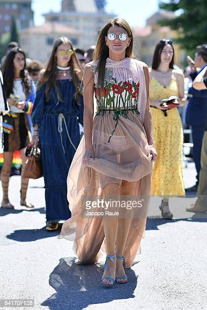 Anna Dello Russo arrives at the Gucci show during Milan Men's Fashion Week Spring/Summer 2017 on June 20 2016 in Milan Italy