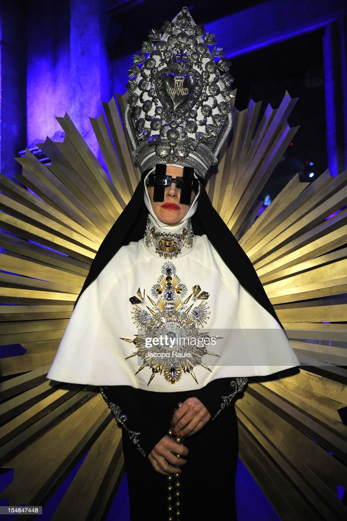 <a gi-track='captionPersonalityLinkClicked' href=/galleries/search?phrase=Anna+Dello+Russo&family=editorial&specificpeople=4391772 ng-click='$event.stopPropagation()'>Anna Dello Russo</a> attends Hallowood Party 2012 on October 27, 2012 in Milan, Italy.