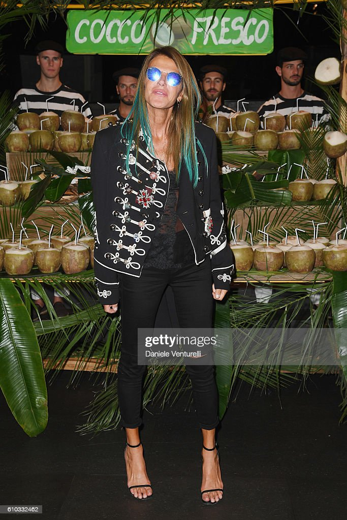 anna-dello-russo-attends-the-dolce-and-gabbana-show-during-milan-picture-id610332462