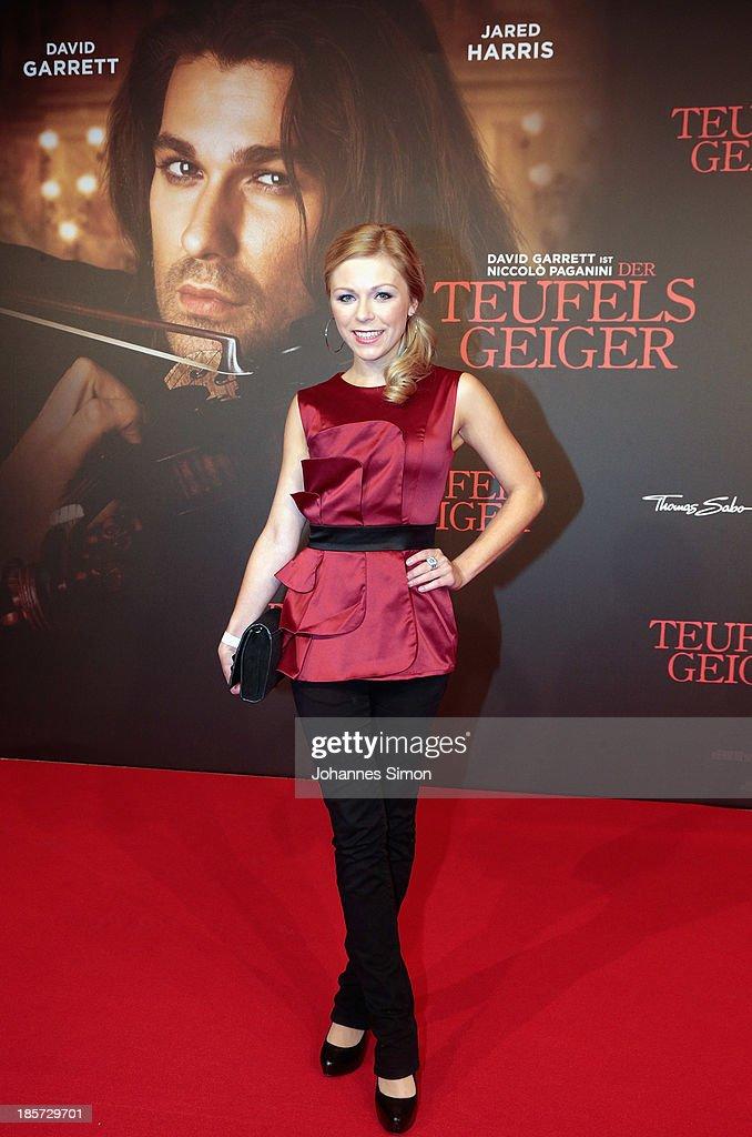 Anna Ewelina arrives for the 'Der Teufelsgeiger' Premiere on October 24, 2013 in Munich, Germany.