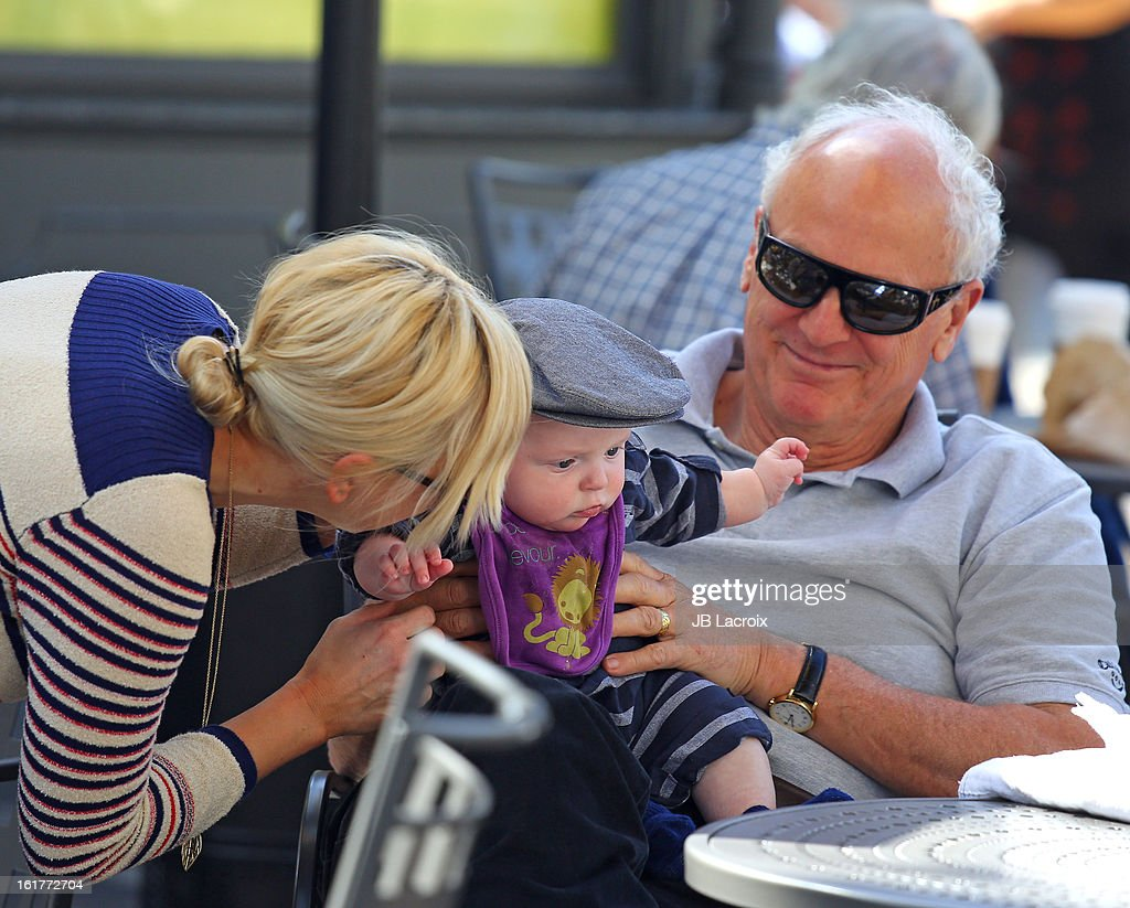 <a gi-track='captionPersonalityLinkClicked' href=/galleries/search?phrase=Anna+Faris&family=editorial&specificpeople=213899 ng-click='$event.stopPropagation()'>Anna Faris</a>, Jack Pratt and Jack Faris are seen at the Grove on February 15, 2013 in Los Angeles, California.
