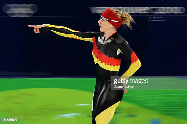 Anna FriesingerPostma of Germany warms up before she competes in the women's speed skating 1000 m on day 7 of the Vancouver 2010 Winter Olympics at...
