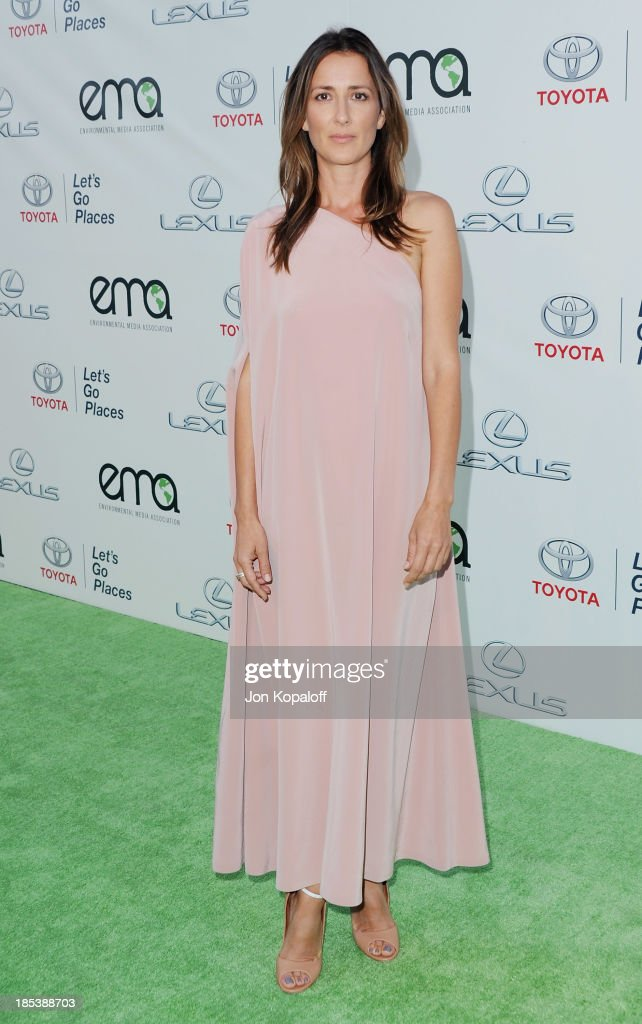 <a gi-track='captionPersonalityLinkClicked' href=/galleries/search?phrase=Anna+Getty&family=editorial&specificpeople=214046 ng-click='$event.stopPropagation()'>Anna Getty</a> arrives at the 2013 Environmental Media Awards at Warner Bros. Studios on October 19, 2013 in Burbank, California.