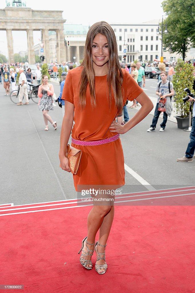 Anna julia kapfelsperger attends the umasan show during mercedes benz