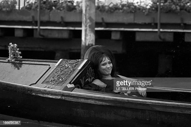 Anna Karina In Venice And In London Italie Venise septembre 1967 l'actrice chanteuse et écrivaine danoise Anna KARINA s'apprête à tourner dans le...