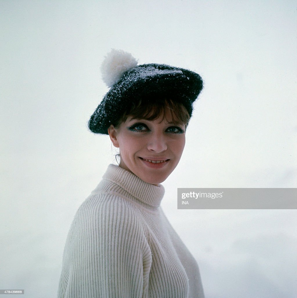 Anna Karina on the shooting of the program ''Neither fig nor grape'' in the ski resort in Courchevel