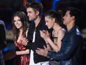 Anna Kendrick Robert Pattinson Kristen Stewart and Taylor Lautner from 'Twilight Saga New Moon' accept the Best Movie award onstage at the 2010 MTV...