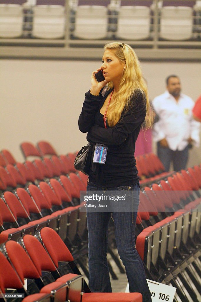 <a gi-track='captionPersonalityLinkClicked' href=/galleries/search?phrase=Anna+Kournikova&family=editorial&specificpeople=176472 ng-click='$event.stopPropagation()'>Anna Kournikova</a> attends Enrique Iglesias Euphoria concert at Hard Rock Live! in the Seminole Hard Rock Hotel & Casino on February 10, 2011 in Hollywood, Florida.