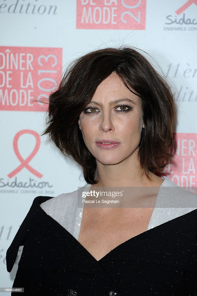 Anna Mouglalis poses as she arrives to attend the Sidaction Gala Dinner 2013 at Pavillon d'Armenonville on January 24, 2013 in Paris, France.