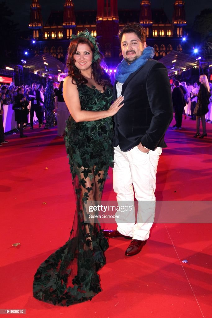 <a gi-track='captionPersonalityLinkClicked' href=/galleries/search?phrase=Anna+Netrebko&family=editorial&specificpeople=732328 ng-click='$event.stopPropagation()'>Anna Netrebko</a> and Yusif Eyvazo attend the Life Ball 2014 at City Hall on May 31, 2014 in Vienna, Austria.