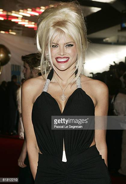 Anna Nicole Smith arrives at the 2004 World Music Awards at the Thomas and Mack Center on September 15 2004 in Las Vegas Nevada The World Music...